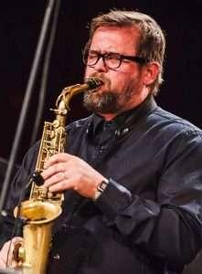 Michał-Sasin_saksofon-221x300